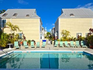 Casa Cubana- Luxurious Condo w/ Pvt Parking & Shared Pool, Key West