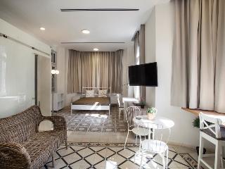 A spacious, designed suitE centre of TLV&PARKING, Tel Aviv