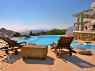 BEST LOCATiON Rent Luxury Villa in Mykonos PRiVATE POOL HOT-TUB