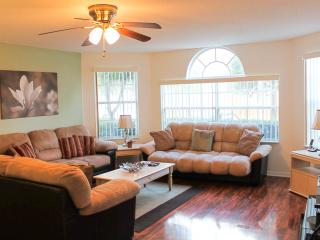 Affordable Luxury! Free WiFi, Pool, Long Distance!, Kissimmee