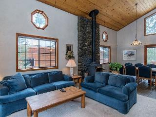 Cozy and Quaint at Tahoe Donner – Sleeps 7, Truckee