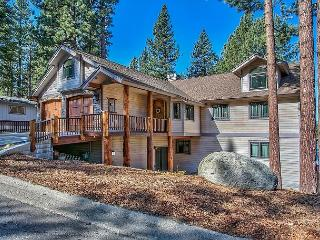 Immaculate 4BR House with Hot Tub!, South Lake Tahoe