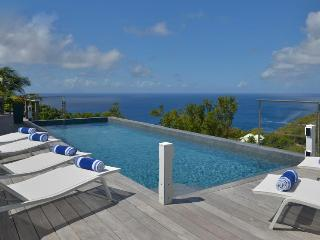 Avalon - Ideal for Couples and Families, Beautiful Pool and Beach, Gouverneur