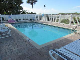 Winter is a perfect time to get away - 4 Bedroom just steps to paradise!, Indian Rocks Beach