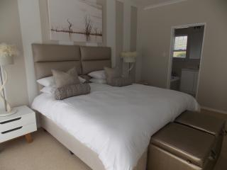 Newly decorated select house in secure estate,, Hermanus