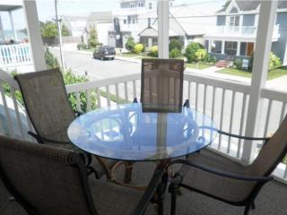 Ocean Block, Ocean View Second Floor Home with Screened in Porch Sleeping 8 in