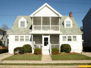 Ocean Block, Ocean View Second Floor Home with Screened in Porch Sleeping 8 in 3 Bedrooms, Rehoboth Beach