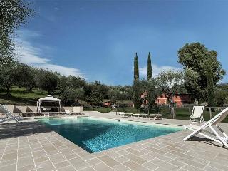Farmhouse Near the Tuscan Coast with a Jacuzzi and a Private Pool - Villa San