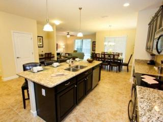 Paradise Villa, near Disney, with Sauna and Hot Tub, Kissimmee
