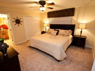 Amazing 2 Story 4 Bedroom TownHouse with Private Pool at the Paradise Palms Resort, Kissimmee