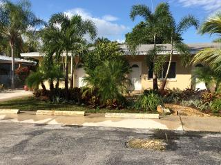 Cozy Apartment Just Steps To The Beach&Intracostal, Pompano Beach