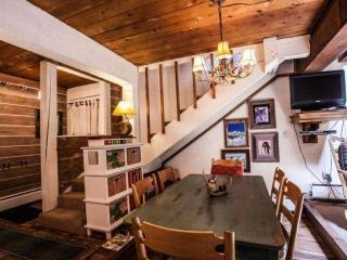 Cozy Mountain Townhome, Steps to Bus Stop, Near Gore Creek, Perfect Family or