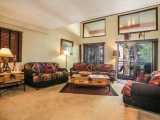 Breakaway West, 2 Level Condo, 2 Outdoor Hot Tubs, Heated Pool, On Free Bus, Vail