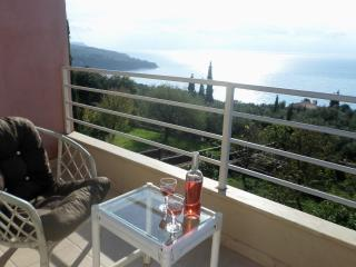 My Serenity a shabby chic style, sea view house., Vlachata
