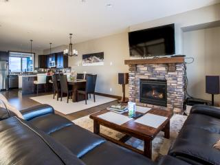 Big White Luxury Ski Townhome, Grizzly Ridge #7