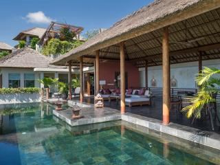 The Longhouse - Pool and living area