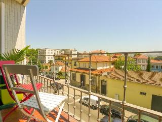 RE2- Superb 5BR in Porto center, AC, Elevator, Balcony