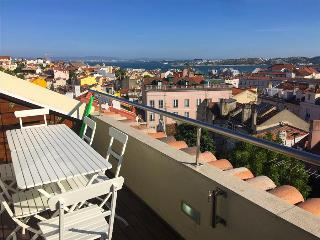 PI1-Unique views, AC, modern, chic, terrace, Lissabon
