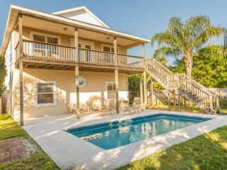 Beach Haven - Heated Pool -  Only Steps to Beach!, Saint Augustine Beach