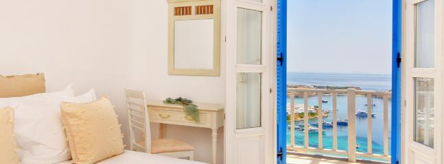 Bedroom 1 with balcony and unlimited sea view