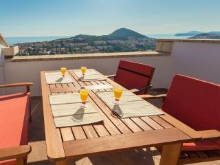 Apartment Sun & Sky - Two Bedroom Apartment with Balcony and Sea View, Dubrovnik