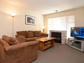 Glacier Lodge remodeled 2 bed condo facing interior courtyard and pool. Sleeps, Whistler