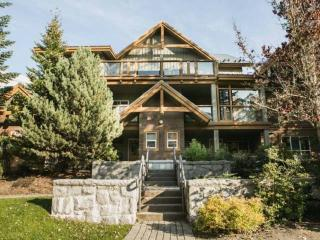 Glacier Reach 2 bed/2 bath corner townhouse with private Hot Tub, Whistler