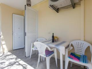 Apartments Djurkovic - Deluxe One-Bedroom Apartment with Balcony and Garden View, Mlini