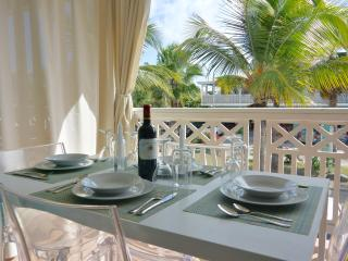 Le Beach Loft , perfectly located in the hart of Orient Beach and affordable!, Orient Bay