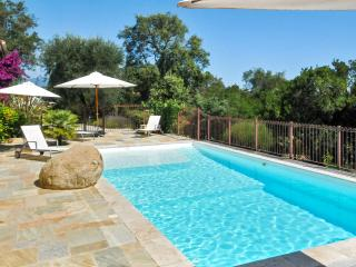 Gorgeous villa with two flats and pool, Ghisonaccia