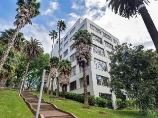 Large 1 Bedroom Apartment in Central Auckland with Parking, Auckland Central