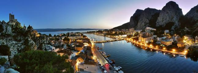 Omiš in night