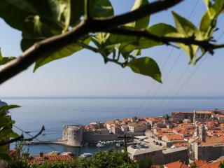 Apartments Isabora - Three-Bedroom Apartment with Terrace (Ground Floor), Dubrovnik