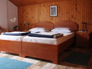 J&J Bed & Breakfast - Twin Room with Garden View - No.6, Zaton