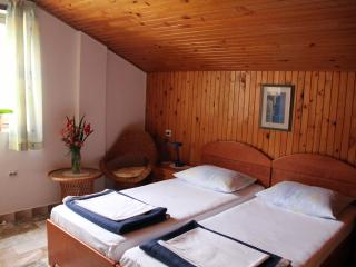 J&J Bed & Breakfast - Twin Room with City View - No.7, Zaton