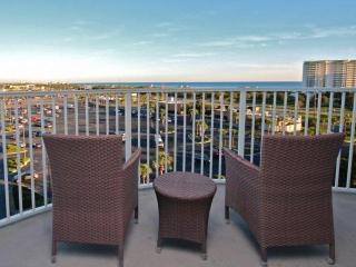 View of the Gulf! 7th Floor ~ Large Lagoon Pool ~ Free Covered Parking ~ Washer/