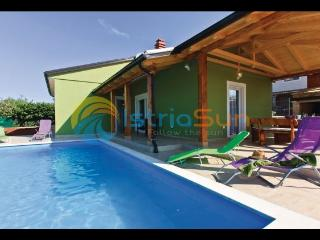 House 000931 Apartment for 6 persons with 2 extra beds and 3 bedrooms (ID 2215), Pula