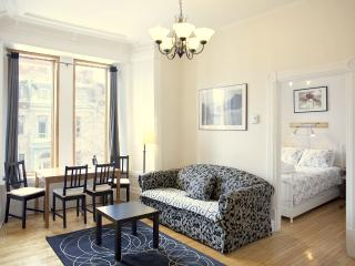 White Suite (University Bed & Breakfast), Montreal