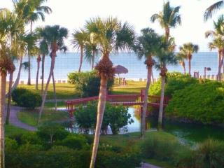 Gulf View from Your Lanai, 2 mi  from shops and restaurants.