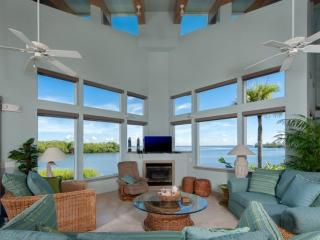 The Bay House - Spectacular VIews!!  Your Own Private Beach!!, Île de Sanibel