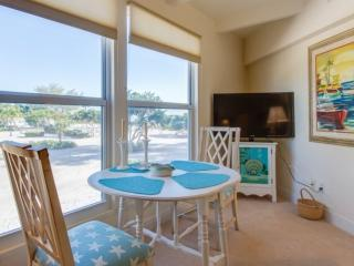 Wonderful Island Inn Condo! Gulf View!  100 Yards to the Beach!