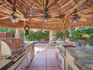 Breezy & Quiet Retreat! Outdoor Kitchen/ Fire pit /Tennis Cts. - Rancho Mirage
