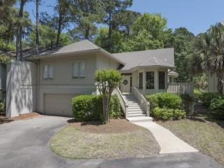 Warm, Fresh, Comfortable & Inviting Home in Quiet Neighborhood w/ on-site Pool &