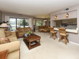 Comfortable Pet Friendly 2BR Turnberry Villa with Golf Views, Community Pool - No Hurricane Damage, Hilton Head