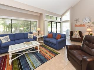 Bright, Airy & Inviting 2BR Turnberry Village End Unit - Great Golf Views - No