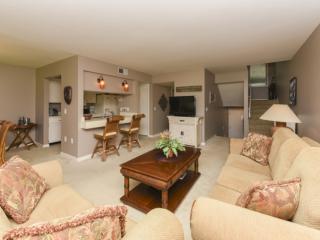 Comfortable, Dog Friendly, Turnberry Villa with Deck for Grilling, Golf Views &