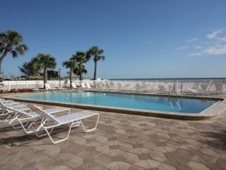 Stay on the Beach Across from John's Pass. Fantastic Location!