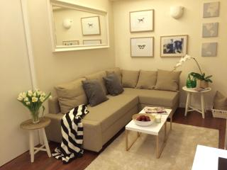 NEW! SHEUNG WAN, Location!!! 1BED/1BATH 3MIN MTR, Hong Kong