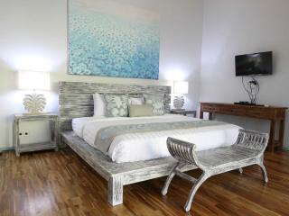 Main Bedroom with Airconditioning and ceiling fan TV & DVD