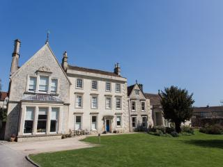 Weston Lodge - a stylish luxury holiday apartment, Bath